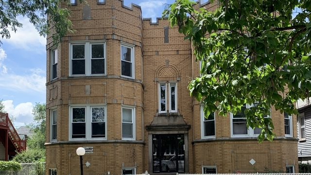 3 Bedrooms, Chatham Rental in Chicago, IL for $1,000 - Photo 1