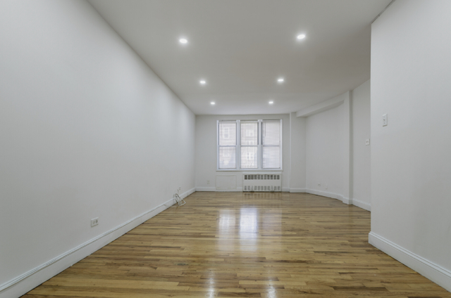 2 Bedrooms, Downtown Flushing Rental in NYC for $1,899 - Photo 1