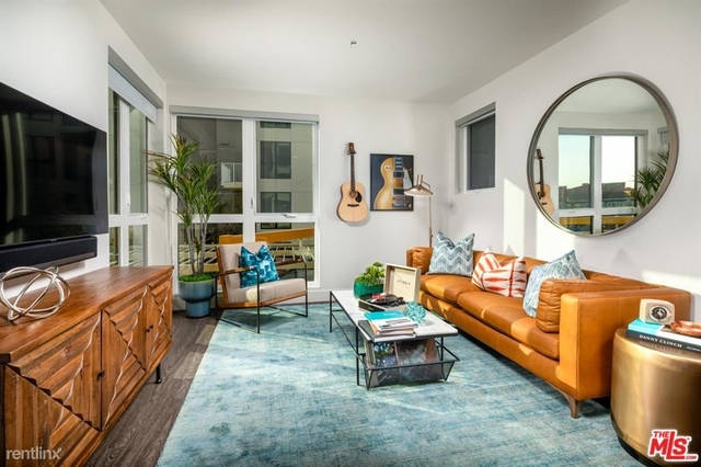 2 Bedrooms, Mission Junction Rental in Los Angeles, CA for $3,200 - Photo 1