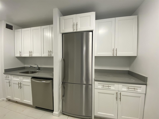 3 Bedrooms, Yorkville Rental in NYC for $6,554 - Photo 1