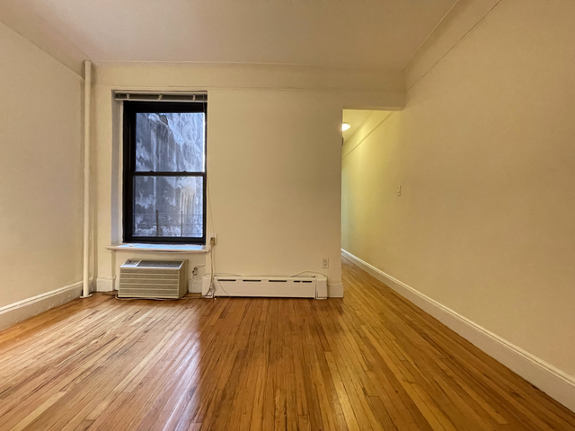 2 Bedrooms, Carnegie Hill Rental in NYC for $2,500 - Photo 1