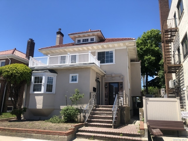 3 Bedrooms, Central District Rental in Long Island, NY for $5,000 - Photo 1