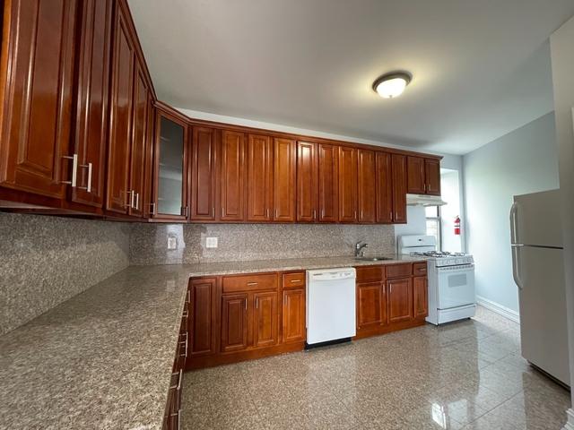 3 Bedrooms, Ridgewood Rental in NYC for $2,450 - Photo 1