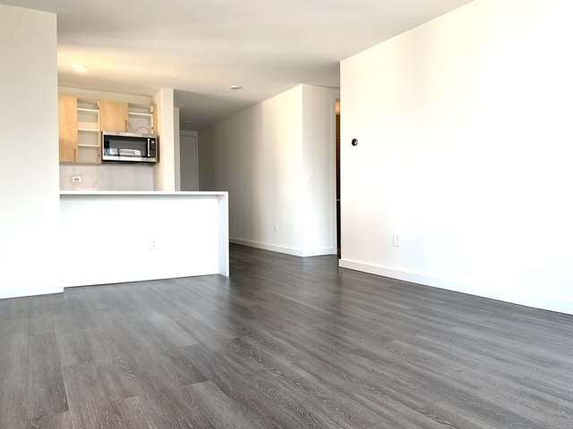 2 Bedrooms, Hell's Kitchen Rental in NYC for $6,188 - Photo 1