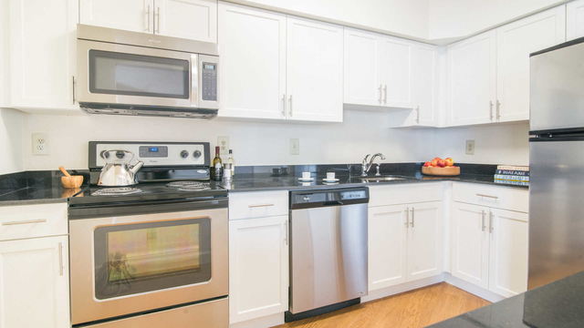 2 Bedrooms, Crystal City Shops Rental in Washington, DC for $2,333 - Photo 1