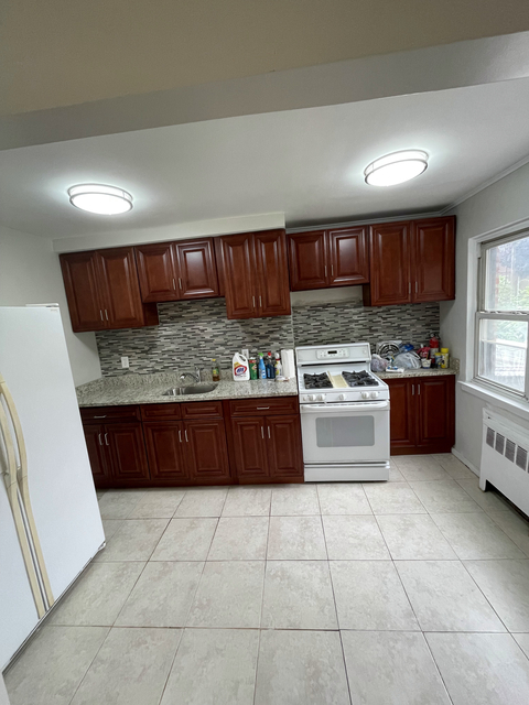 3 Bedrooms, Jackson Heights Rental in NYC for $3,200 - Photo 1