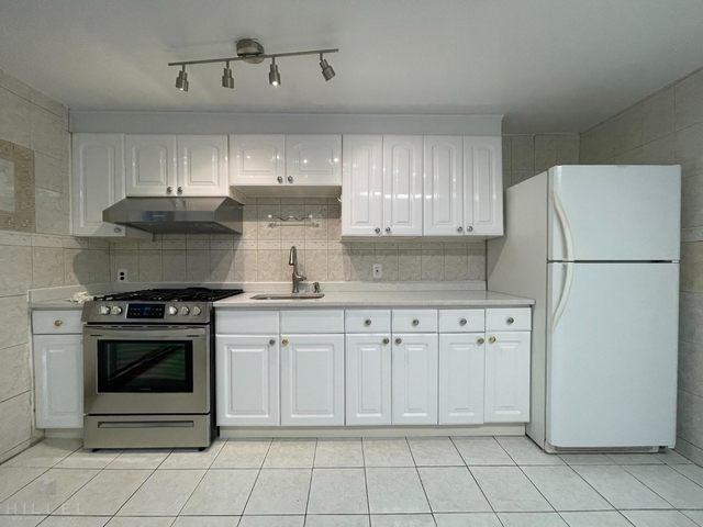 2 Bedrooms, Auburndale Rental in NYC for $2,495 - Photo 1