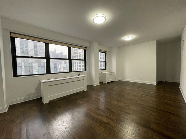 3 Bedrooms, Yorkville Rental in NYC for $5,262 - Photo 1