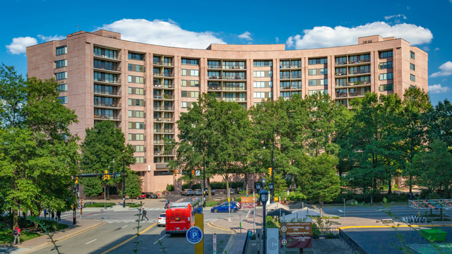 2 Bedrooms, Crystal City Shops Rental in Washington, DC for $2,754 - Photo 1