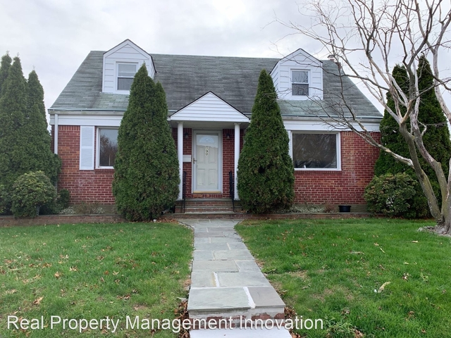 4 Bedrooms, Garden City Park Rental in Long Island, NY for $3,300 - Photo 1