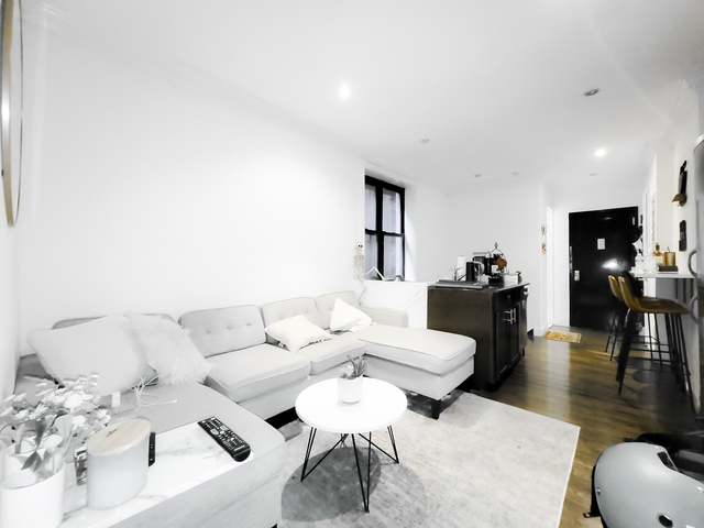 4 Bedrooms, Upper East Side Rental in NYC for $5,683 - Photo 1