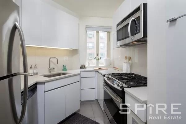 2 Bedrooms, Stuyvesant Town - Peter Cooper Village Rental in NYC for $4,572 - Photo 1