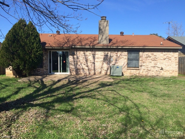 3 Bedrooms, Fort Worth Rental in Dallas for $1,699 - Photo 1