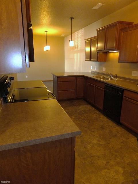 3 Bedrooms, Cottonwood Lake Rental in Bismarck, ND for $1,450 - Photo 1