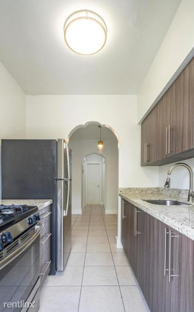 1 Bedroom, Altos Del Mar South Rental in Miami, FL for $1,650 - Photo 1