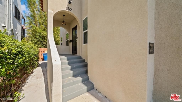 2 Bedrooms, Hollywood Studio District Rental in Los Angeles, CA for $3,500 - Photo 1