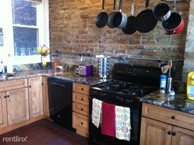 3 Bedrooms, Wrigleyville Rental in Chicago, IL for $2,100 - Photo 1