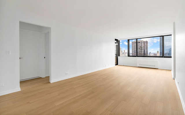 1 Bedroom, Lincoln Square Rental in NYC for $5,100 - Photo 1