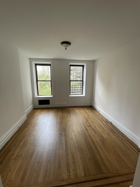 1 Bedroom, Sutton Place Rental in NYC for $2,123 - Photo 1
