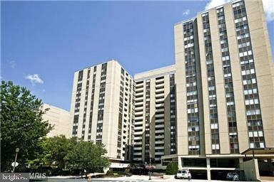 2 Bedrooms, Bethesda Rental in Washington, DC for $2,850 - Photo 1