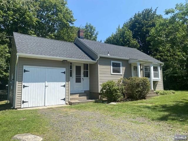 2 Bedrooms, Bergen Rental in Mount Pleasant, NY for $2,750 - Photo 1