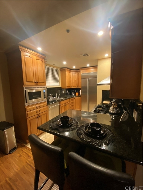 2 Bedrooms, South Robertson Rental in Los Angeles, CA for $3,550 - Photo 1