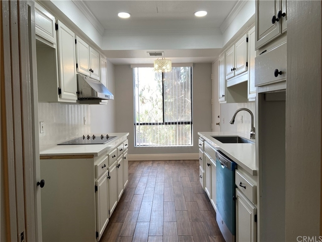 2 Bedrooms, Miracle Mile Rental in Los Angeles, CA for $3,395 - Photo 1