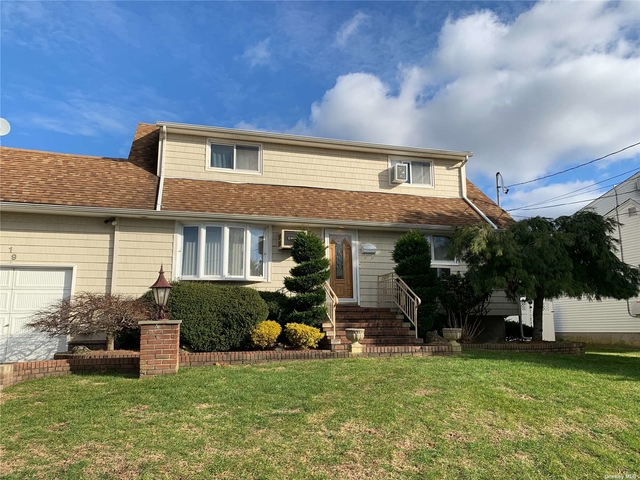 3 Bedrooms, West Babylon Rental in Long Island, NY for $2,850 - Photo 1