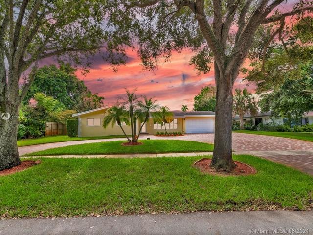 5 Bedrooms, Plantation Gardens Rental in Miami, FL for $6,500 - Photo 1