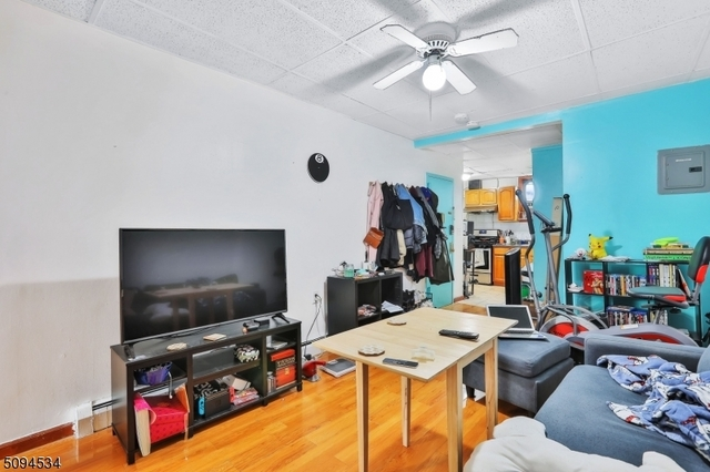 2 Bedrooms, Harsimus Rental in NYC for $1,700 - Photo 1