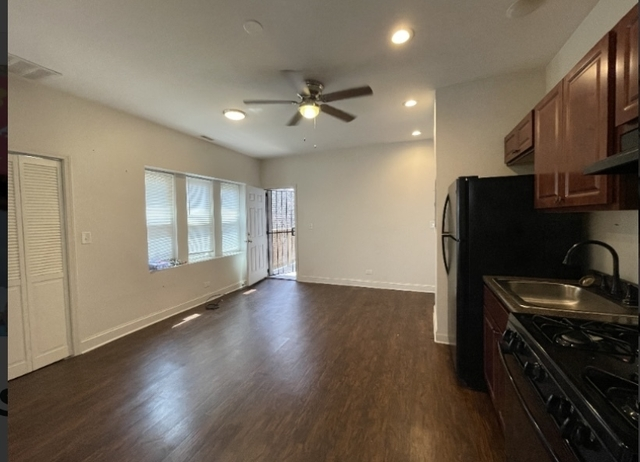 2 Bedrooms, Gresham Rental in Chicago, IL for $1,200 - Photo 1