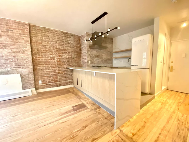 3 Bedrooms, SoHo Rental in NYC for $6,800 - Photo 1