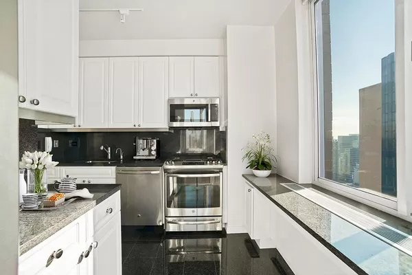 3 Bedrooms, Murray Hill Rental in NYC for $9,595 - Photo 1