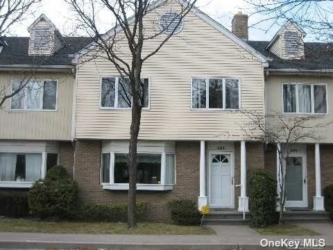 3 Bedrooms, Woodmere Rental in Long Island, NY for $3,950 - Photo 1