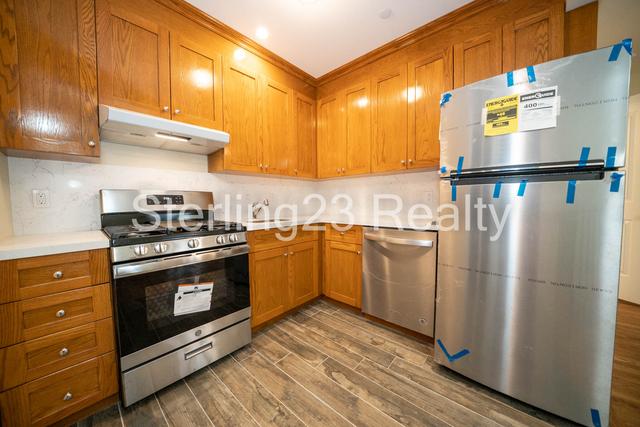 2 Bedrooms, Astoria Rental in NYC for $3,000 - Photo 1