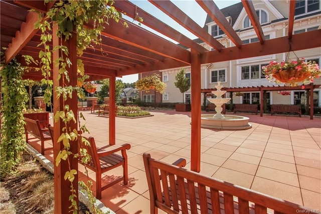 2 Bedrooms, Mamaroneck Rental in Long Island, NY for $3,700 - Photo 1