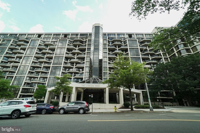 3 Bedrooms, North Rosslyn Rental in Washington, DC for $5,000 - Photo 1