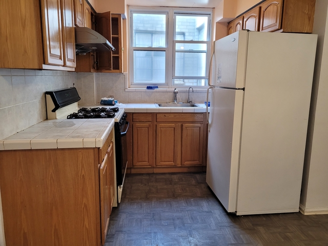4 Bedrooms, Dyker Heights Rental in NYC for $2,500 - Photo 1