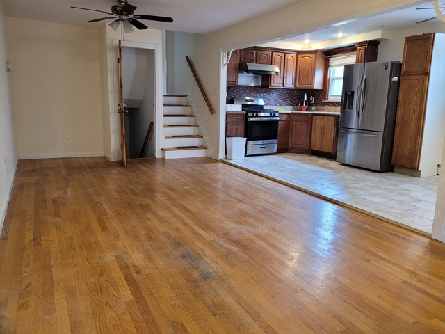 3 Bedrooms, Gravesend Rental in NYC for $2,495 - Photo 1