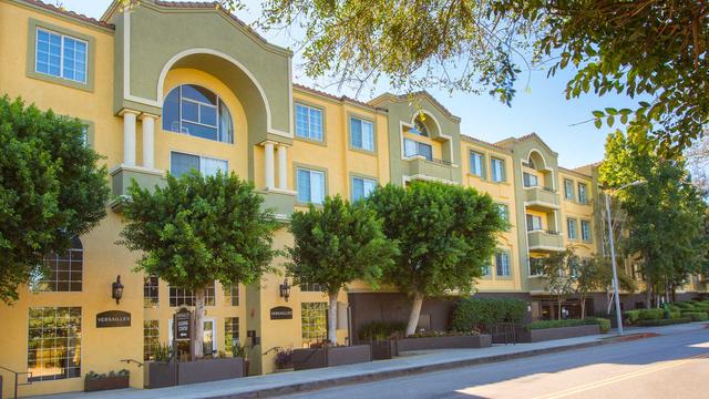 2 Bedrooms, Woodland Hills-Warner Center Rental in Los Angeles, CA for $3,005 - Photo 1