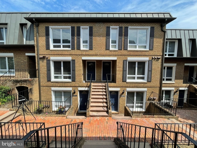 2 Bedrooms, Maywood Rental in Washington, DC for $2,600 - Photo 1