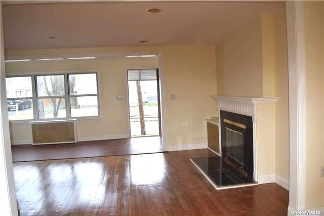 4 Bedrooms, Great Neck Rental in Long Island, NY for $4,150 - Photo 1