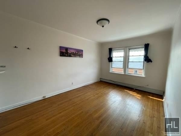 2 Bedrooms, Maspeth Rental in NYC for $2,300 - Photo 1