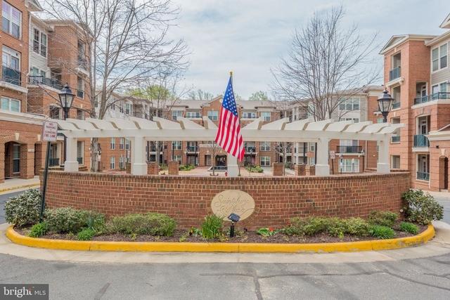 2 Bedrooms, Oakton Rental in Washington, DC for $2,375 - Photo 1