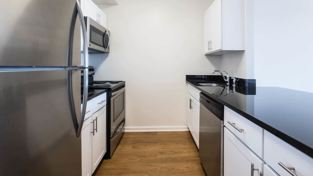 2 Bedrooms, Hudson Rental in NYC for $4,032 - Photo 1