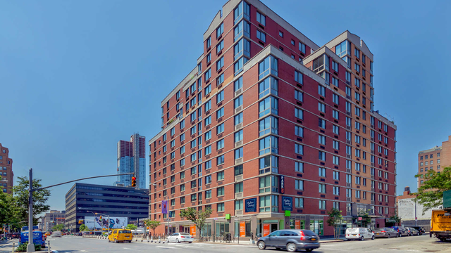 2 Bedrooms, Hell's Kitchen Rental in NYC for $5,668 - Photo 1