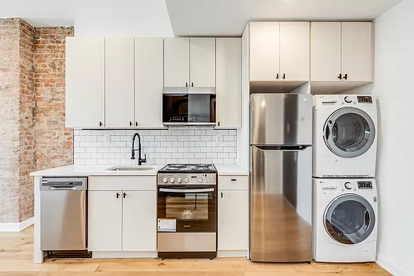 2 Bedrooms, Sunset Park Rental in NYC for $3,000 - Photo 1