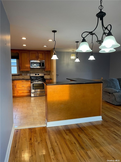 3 Bedrooms, Old Howard Beach Rental in NYC for $2,600 - Photo 1