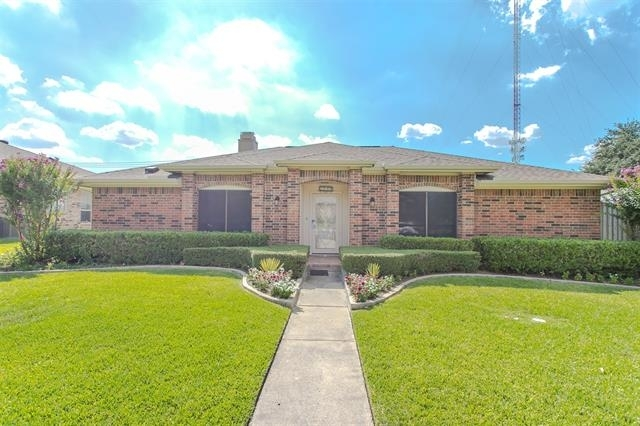 3 Bedrooms, Northwest Carrollton Rental in Dallas for $2,400 - Photo 1