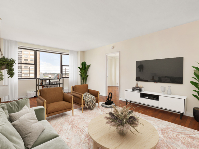 4 Bedrooms, Forest Hills Rental in NYC for $5,000 - Photo 1